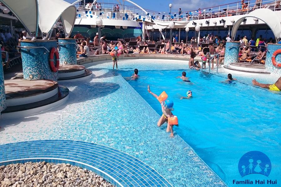 rezervi o croaziera, piscina de pe vas